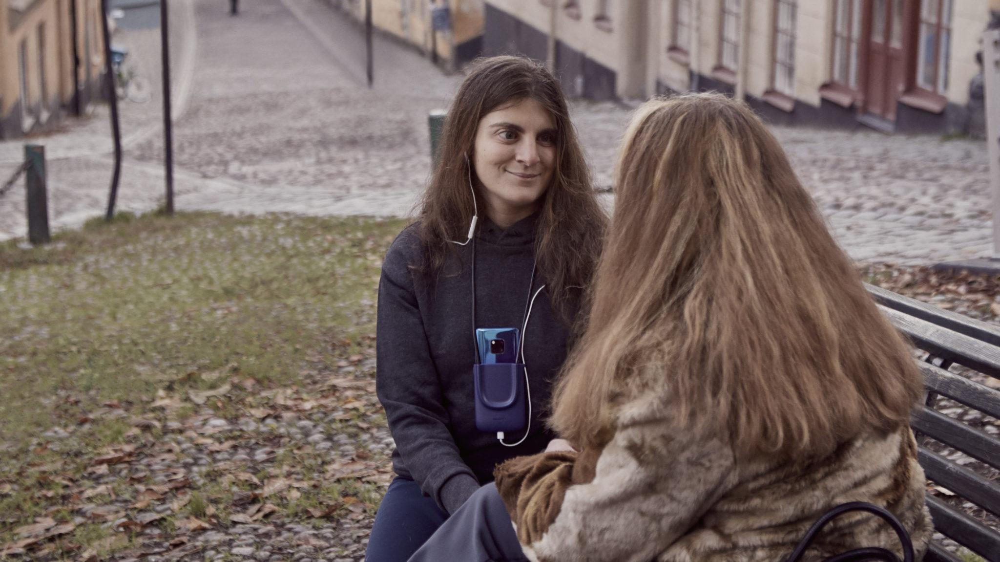"""Huawei îi ajută pe nevăzători să """"vadă"""" și să înțeleagă reacțiile celor de jur cu ajutorul AI"""