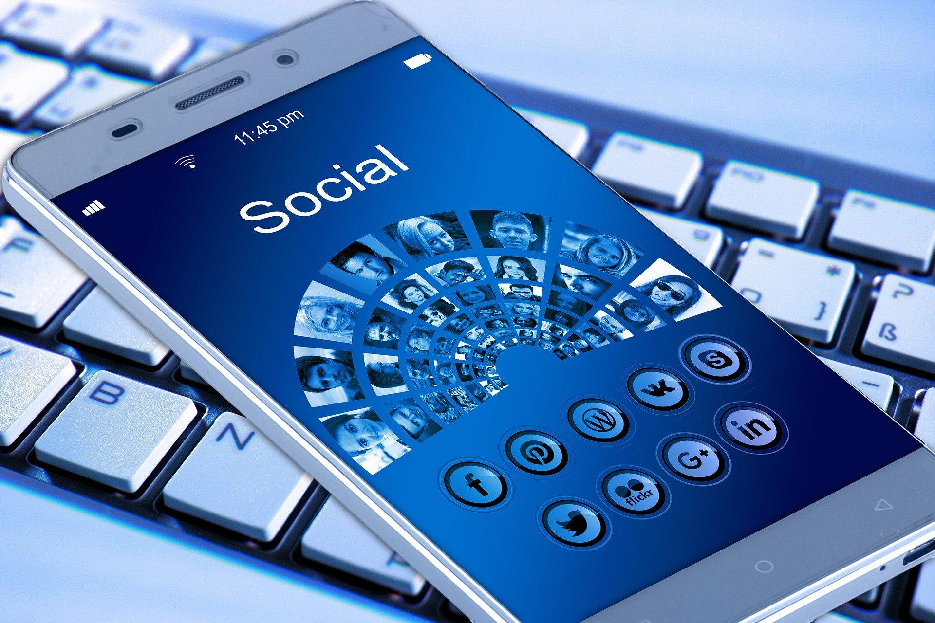 Social media nu înseamnă prietenie