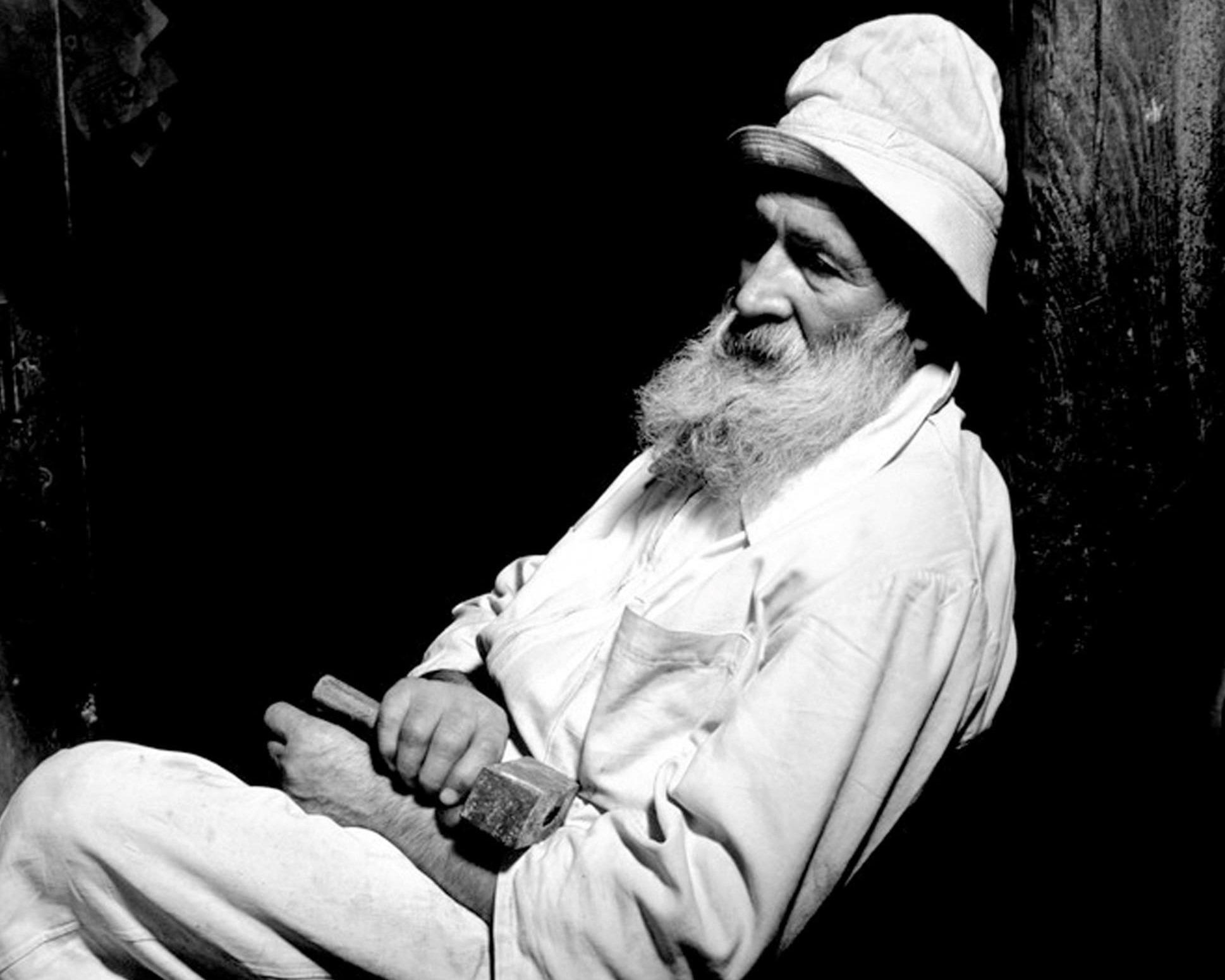 """Constantin Brâncuși: """"Creează ca un Dumnezeu, ordonă ca un rege, muncește ca un sclav"""""""